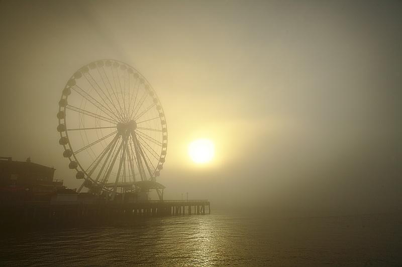 Постеры Колесо обозрения в тумане, дизайн #05843